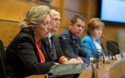 Pilar González de Frutos, presidenta de UNESPA, en la presentación de la guía sobre prevención de riesgos cibernéticos