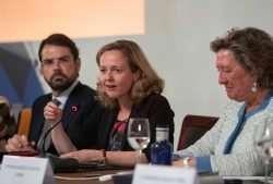 Nadia-Calvino-Ministra-de-Economia-y-Empresa-Presentacion-IES2018-2019-01